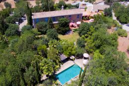 Spacious Manor house with pool on magnificent estate in idyllic location near Santa Barbara de Nexe